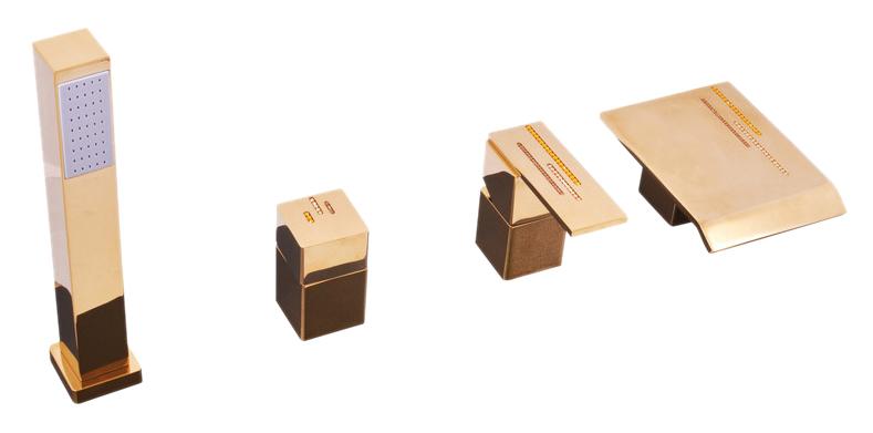 Royal1173.5PZ золотой, с ручкой 14Смесители<br>Смеситель на борт ванны Rav Slezak Royal1473.5PZ монолитный, на 4 отверстия, с душевым гарнитуром, изготовлен из высококачественной латуни, которая исключает какую-либо коррозию. Керамический переключатель душ/излив. Латунная рукоятка. Смеситель украшен хрустальными камнями от чешского производителя. Шланг с пружиной, которая обеспечивает его лёгкое возвращение в держатель. Длина шланга 2000 мм. Цена указана за смеситель, шланг, душевую лейку и комплект крепления. Все остальное приобретается дополнительно.<br>