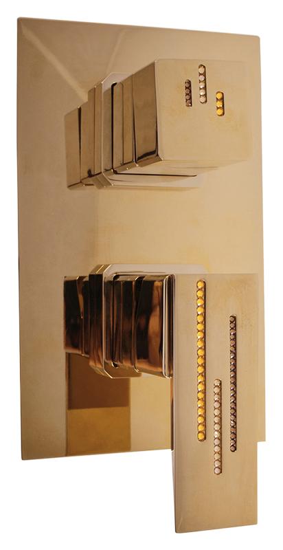 Royal1186Z золотой, с ручкой 14Смесители<br>Встраиваемый смеситель для ванны Rav Slezak Royal1486Z без излива, монолитный, однорычажный, изготовлен из высококачественной латуни, которая исключает какую-либо коррозию. Керамический переключатель душ/излив. Металлическая рукоятка и переключатель украшены хрустальными камнями от чешского производителя. Качественный керамический картридж 35 мм Kerox, производство Венгрия, гарантирует долговечность и мягкий поток воды. Подвод воды G1/2. Цена указана за внешнюю и внутреннюю части смесителя и комплект крепления. Все остальное приобретается дополнительно.<br>