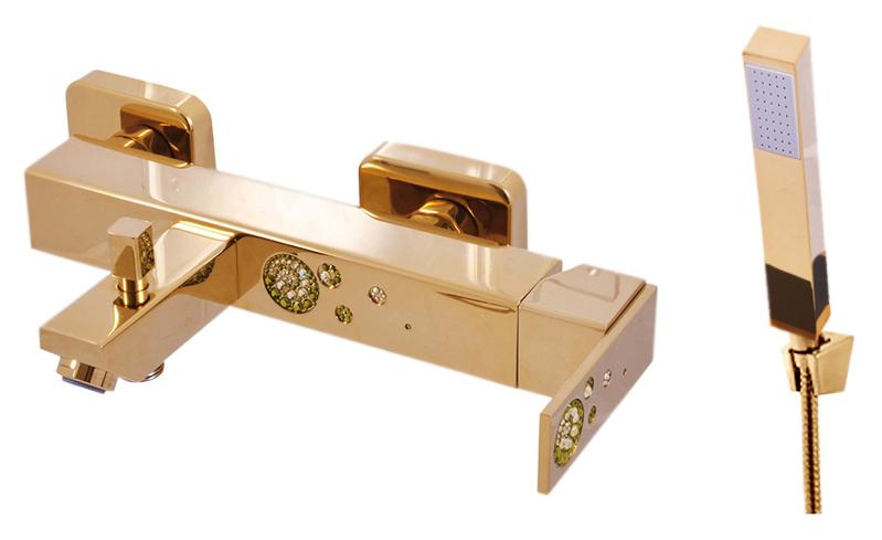 Royal1054.5/1Z золотой, с ручкой 10Смесители<br>Смеситель для ванны Rav Slezak Royal1054.5/1Z однорычажный, с душевым гарнитуром, изготовлен из высококачественной латуни, которая исключает какую-либо коррозию. Смеситель украшен хрустальными камнями от чешского производителя. Латунная рукоятка. Кнопочный переключатель душ/излив. Монолитный излив. Аэратор Neoperl представляет собой ситечко антикальк с резиновой насадкой, специальная конструкция ситечка позволяет экономить расход воды и упрощает чистку известкового налёта. Качественный керамический картридж 35 мм Kerox, производство Венгрия, гарантирует долговечность и мягкий поток воды. Цена указана за смеситель, шланг, душевую лейку, настенный держатель лейки и комплект крепления. Все остальное приобретается дополнительно.<br>