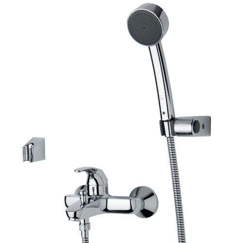 Polara 1448Y ХромСмесители<br>Смеситель для ванны Oras Polara 1448Y однорычажный. Фиксированный излив, дивертер и аэратор. В комплект входит эксцентриковые соединители и декоративные розетки, а также ручной душ, душевой шланг и два держателя; один фиксированный и один подвижный. Цвет изделия - хром.<br>