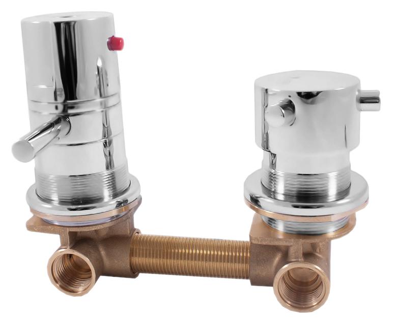X284T хромСмесители<br>Встраиваемый термостат для ванны Rav Slezak X284T без излива, однорычажный, с переключателем на 2 позиции. Качественный термостатический картридж 40 мм. Подвод воды G1/2. Цена указана за внешнюю и внутреннюю части смесителя и комплект крепления. Все остальное приобретается дополнительно.<br>