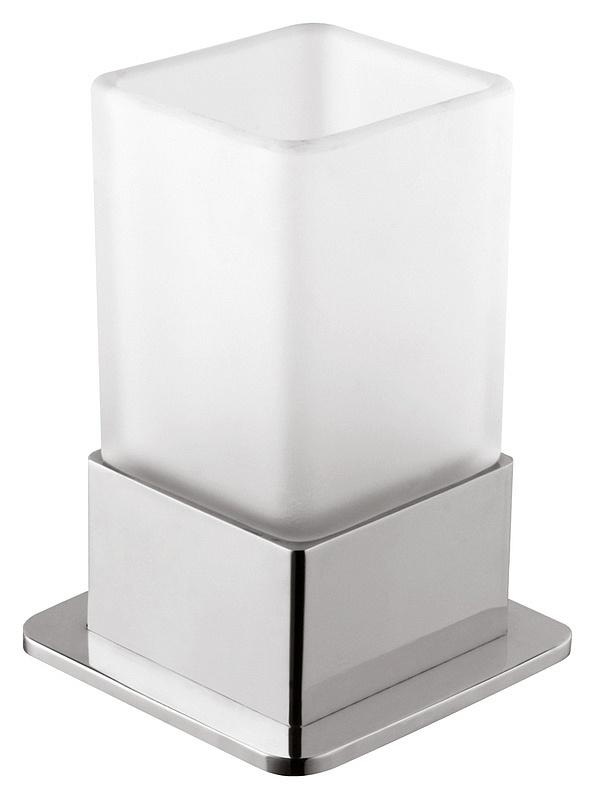 Plaza 140110061 Хром/ПрозрачныйАксессуары для ванной<br>Стакан Bemeta Plaza 140110061. Материал латунь/стекло. Монтаж настольный. Ширина 7,5 см. Глубина 7,5 см. Высота 11 см. Объем 0,3 л. Цвет держателя хром, цвет стакана прозрачный. Фактура держателя глянцевая, фактура стакана матовая.<br>