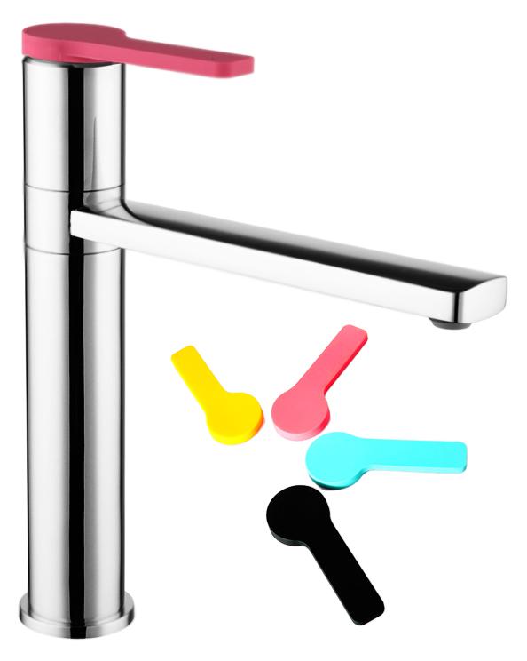 Color Plus COLSBC0i05 хром, в комплекте с черным, мятным, тыквенным и розовым чехламиСмесители<br>Смеситель для кухни Iddis Color Plus COLSBC0i05 с поворотным изливом, изготовлен из высококачественной латуни, стойкой к коррозии. Четыре цветных силиконовых чехла комплекте, смеситель можно использовать без чехла на ручке. Никель-хромовое покрытие корпуса, превышающее по толщине европейские стандарты, обеспечивает надежную защиту и гарантирует идеальный зеркальный блеск. Силиконовый аэратор Turn Flow представляет собой подвижную сетку, которая позволяет направить поток под нужным углом одним движением пальца и легко очищается. Встроенный ограничитель потока оптимизирует расход воды без потери комфорта. Долговечный керамический картридж Kerox 35 мм, с системой шумопоглощения. Минимальный уровень шума благодаря гладкой внутренней поверхности смесителя, рассекателям в водозапорных механизмах и аэратору. Гибкая подводка G1/2, длиной 350 мм.<br>