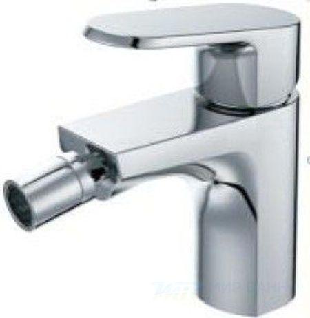 Pure F2711115C ХромСмесители<br>Смеситель для биде Bravat Pure F2711115C однорычажный.<br>Дизайн: современный стиль. <br>Способ монтажа: на биде. <br>Излив: фиксированный.<br>Материал : латунь. <br>Расход воды: 8,3 л/мин.<br>Стандарт подводки: 1/2.<br> В наборе комплекта:  <br>смеситель, <br>керамический картридж Sedal 35mm,<br>аэратор Neoperl,<br>цвет изделия хром. <br>
