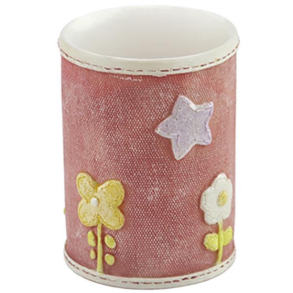 Ammer K-6428 КрасныйАксессуары для ванной<br>Красный стакан для зубных щеток Wasser Kraft Ammer K-6428, украшенный декоративной прострочкой и милыми деталями, понравится семьям с детьми. Изделия из этой серии станут яркими и милыми украшениями вашей ванной комнаты.<br>Размер: диаметр: 7,5 см, высота: 10 см.<br>Материал: полирезин (полистоун) - это минерально-полимерный материал, предназначенный для использования в помещениях с повышенной влажностью и в условиях резких перепадов температур. Изделия из полирезина отличаются прочностью и водонепроницаемостью.<br>Изделие отшлифовано и окрашено вручную.<br>