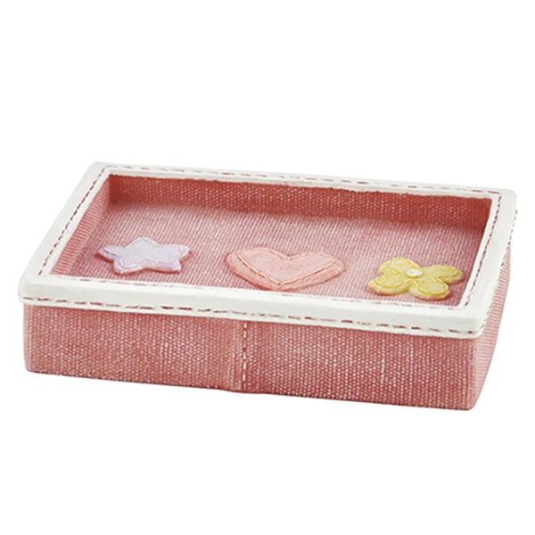 Ammer K-6429 КрасныйАксессуары для ванной<br>Мыльница из полирезина Wasser Kraft Ammer K-6429 выполнена в красном цвете, украшена белой декоративной прострочкой и милыми деталями.<br>Размер: длина: 12,8 см, ширина: 9,4 см, высота: 2,7 см.<br>Материал: полирезин (полистоун) - это минерально-полимерный материал, предназначенный для использования в помещениях с повышенной влажностью и в условиях резких перепадов температур. Полирезин отличается высокой прочностью, водонепроницаемостью и износостойкостью.<br>Изделие отшлифовано и окрашено вручную.<br>