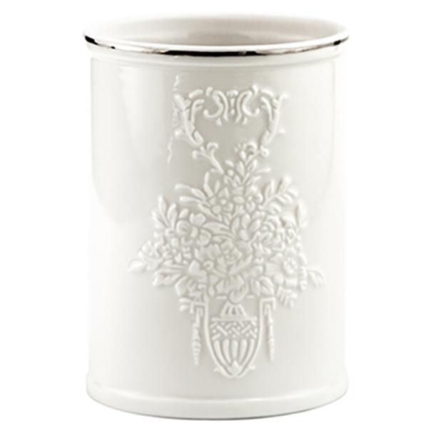 Rossel K-5728 БелыйАксессуары для ванной<br>Белоснежный фарфоровый стакан для зубных щеток Wasser Kraft Rossel K-5728 украшен изящным цветочным узором. Такой аксессуар наполнит вашу ванную комнату свежестью и сиянием.<br>Размеры: диаметр: 7.4 см, высота: 10.2 см.<br>Материал: фарфор. Это благородная керамика, произведенная путем запекания при высокой температуре; после запекания на поверхность обязательно наносится глазурь. Изделия из фарфора обладают высокой прочностью, водонепроницаемостью, химической и термической стойкостью.<br>
