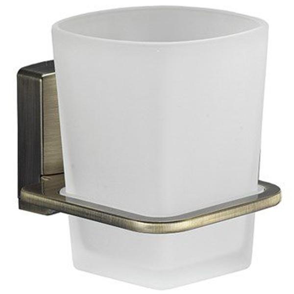 Exter K-5228 БелыйАксессуары для ванной<br>Стакан для зубных щеток Wasser Kraft Exter K-5228.<br>Лаконичный и универсальный дизайн стакана украсит любую ванную комнату.<br>Материал: стекло, металл, хромоникелевое покрытие.<br>Размер: 10,5x7,8x10 см.<br>