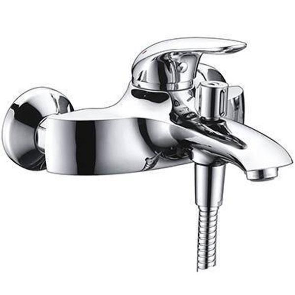 Rossel 2801 ХромСмесители<br>Смеситель для ванны Wasser Kraft Rossel 2801.<br>Однорычажный смеситель с фиксированным изливом и аэратором. Имеет долгий срок эксплуатации за счет качественных деталей, неприхотлив в уходе. Дополнит любую ванную комнату своей функциональностью и эргономичной формой конструкции.<br><br>Характеристики:<br>Длина излива: 17,6 см.<br>Изготовлен из высококачественной латуни с покрытием цвета хром, которое не теряет цвет со временем, устойчиво к царапинам и превосходно защищает от коррозии.<br>Керамический картридж 40 мм Sedal (Испания), что гарантирует долгий срок службы.<br>Встроенный пластиковый аэратор Neoperl Cascade (Германия) для равномерного распределения струи.<br>Керамический поворотный переключатель.<br>Лейка 3-функциональная с системой защиты от известковых отложений.<br>Шланг из металла длиной 150 см с подключением к лейке.<br>Настенное фиксированное крепление для душа.<br>Жесткая подводка G 1/2.<br><br>В комплекте поставки: смеситель, шланг, лейка.<br>