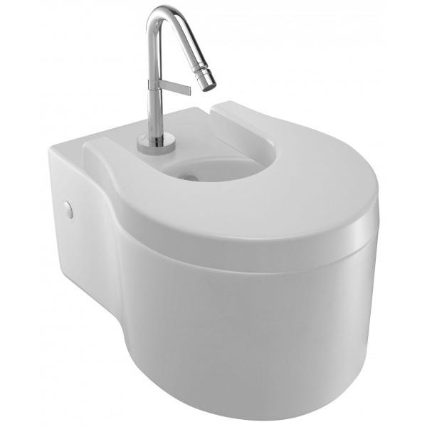 Viragio E4792-00 подвесное БелоеБиде<br>Подвесное биде Jacob Delafon Viragio E4792-00 с крышкой-сиденьем Soft Close.<br>Универсальный и лаконичный дизайн биде дополнит большинство ванных комнат в современном стиле.<br>Биде изготовлено из санфарфора и покрыто качественной глазурью. Гладкость и отсутствие пор делает уборку проще: грязь не скапливается на поверхности чаши и легко смывается чистящими средствами.<br>Комфортная высота чаши: 41 см.<br>С переливным отверстием и хромированной заглушкой.<br>Одно отверстие под смеситель.<br>Сиденье 4770К с микролифтом: механизмом плавного опускания.<br>Металлические петли с покрытием цвета хром.<br>Подвесной монтаж, скрытые крепежи.<br>В комплекте поставки: чаша биде, заглушка для перелива E4061, крышка-сиденье 4770К.<br>