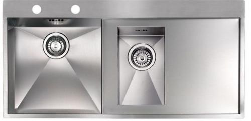 Ontario 1.5 стальнаяКухонные мойки<br>Reginox Ontario 1.5 кухонная мойка из нержавеющей стали с двумя мойками. Выполнена методом сверхточной лазерной сварки.<br>Поверхность мойки: полировка, тип установки: интегрированная, перелив расположен в чаше.<br>Мойка с отверстием под смеситель, диаметр сливного отверстия: 3,5 (OKG), длина выреза под мойку: 980 мм., ширина выреза под мойку: 480 мм., длина чаши: 380 мм., ширина чаши: 400 мм., длина второй чаши: 190 мм., ширина второй чаши: 320 мм., глубина чаши: 190 мм., глубина второй чаши: 130 мм.<br>Толщина стали 1,2 мм.<br>Ширина шкафа: 800 мм.<br>