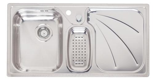 President L полированнаяКухонные мойки<br>Reginox President L мойка из нержавеющей стали с двумя чашами, интегрированная модель.<br>Поверхность: комбинированная зеркальная и матовая полировка.<br>В комплекте: стальной коландер.<br>С отверстием под смеситель.<br>Сливное отверстие 3,5(OKG), перелив на крыле, с дистанционным управлением сливным клапаном.<br>Подходит для прямого шкафа размером: 600 мм.<br>Габаритные размеры: 950x500 мм.<br>Размеры выреза под мойку: 930x480 мм.<br>Размеры раковин: 330x420 мм.<br>Вторая раковина овальной формы. <br>Глубина чаши: 160 мм.<br>Толщина стали: 1,0 мм.<br>