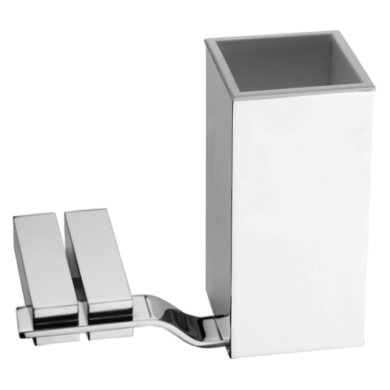 Wolo WO500301 ХромАксессуары для ванной<br>Стакан для зубных щеток Webert Wolo WO500301015 в ванную комнату. Изделие оснащено настенным держателем.<br><br>Материал: высококачественная латунь.<br>Покрытие: глянцевый хром.<br>Размеры стакана: 6 x 6 x 13 см.<br><br>