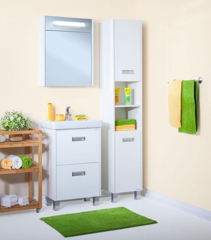 Палермо 34 БелыйМебель для ванной<br> Шкаф пенал Бриклаер Палермо 34 УТ-00005942. <br> Габариты шкафа: 190 x 34,8 x 32 см. <br> Дизайн: олицетворение простоты и свежести. <br> Технические характеристики:<br> форма: прямоугольная,<br>монтаж: напольный,<br>материал корпуса и фасада: ЛДСП лак, глянец,<br>покрытие: лак/глянец,<br>цвет: фасада и корпуса - белый глянец.<br> фурнитура: петли с доводчиками, две металлические ручки, навески для крепления к стене, три пластиковые опоры, <br> открытая ниша с разделительной полочкой, <br> верхняя секция с распашной дверцей, полочка посередине, нижняя секция с корзиной для белья, <br> съёмная корзина для белья, <br> ножки: пластик. <br>