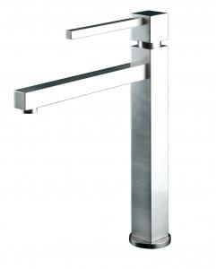 Gila ХромСмесители<br>Reginox Gila смеситель дл кухни. Поверхность глнцевый хром.<br>Катридж: керамический.<br>Стандарт подводки: 3/8.<br>Длина излива: 217 мм.<br>Высота излива: 210 мм.<br>