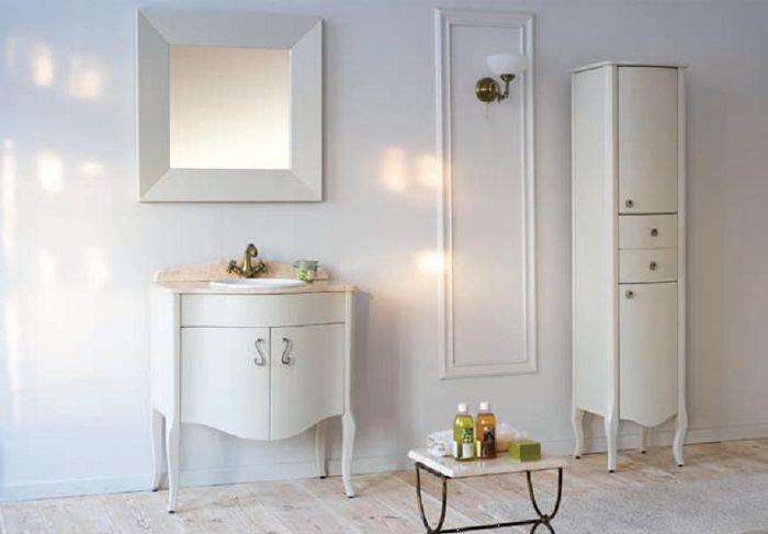 Royal Комфорт A(М) 90 напольная 80A (M)Мебель для ванной<br>Аллигатор Royal Комфорт 80A (М). Цвет 90, покрытие трёхслойное влагостойкое, тонированный лак. Столешница из черного гранита, мрамора крема нова или имперадор лайт, фаянсовая раковина Roca или Gustavsberg. Петли с доводчиками. Размер тумбы: 800х555х850 мм. В комплект поставки входят: тумба, раковина, столешница.<br>