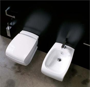 Hi-Line HI 14 Белое/СереброБиде<br>Hidra Ceramica Hi-Line HI 14. Напольное биде с одним отверстием под смеситель. Цвет белый с выделением частей унитаза серебряным цветом. Комплект креплений включен в стоимость.<br>