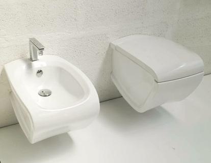 Hi-Line HIW 10 Белый/КрасныйУнитазы<br>Hidra Ceramica Hi-Line HIW 10. Подвесной унитаз, цвет белый с выделением частей унитаза красным цветом. Комплект креплений включен в стоимость,  крышка-сиденье приобретается отдельно.<br>