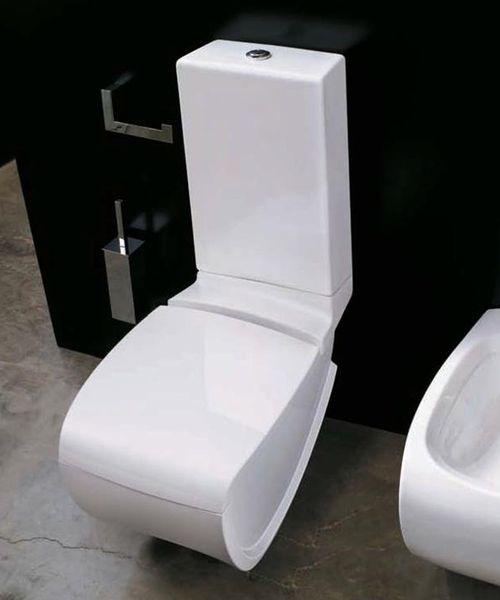 Hi-Line HI 12 Белый/ЧерныйУнитазы<br>Hidra Ceramica Hi-Line HI 12. Напольный унитаз. Цвет белый с выделением частей унитаза черным цветом. Комплект креплений включен в стоимость, бачок и крышка-сиденье приобретается отдельно.<br>