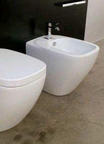 Dial DL 14 Белое/ФиолетовоеБиде<br>Hidra Ceramica Dial DL 14. Напольное биде, цвет: белый/фиолетовый. Комплект креплений включен в стоимость.<br>