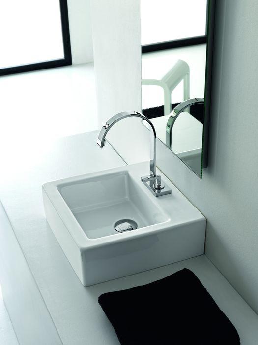 Loft LO 40 ЧернаяРаковины<br>Hidra Ceramica Loft LO 40. Накладная раковина, устанавливается на столешницу или мебел, цвет: черный. Дополнительно можно приобрести сифон, слив и комплект креплений.<br>