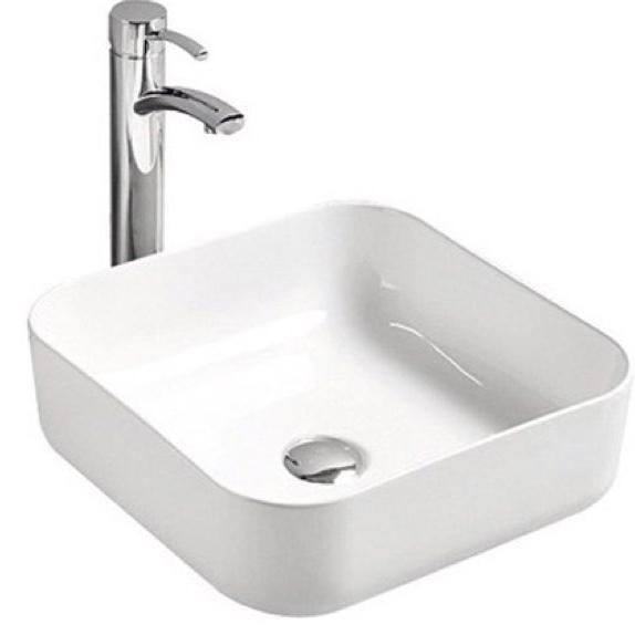 Mira MR-5018 БелаяРаковины<br>Накладная раковина-чаша Mira MR-5018 40x40x14 в ванную комнату.<br>Дизайн: минималистичный, современный, оригинальная квадратная конструкция.<br>Умывальник выполнен из санфаянса, сохраняющего долгое время цвет и гладкость поверхности.<br>