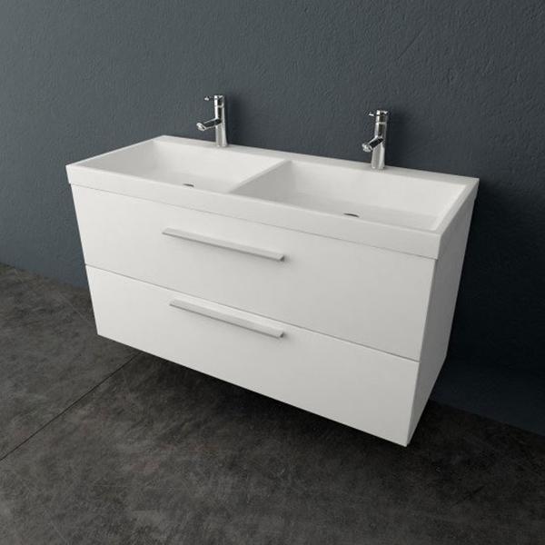 Jolie 120 БелаяМебель для ванной<br>Тумба с двумя раковинами Kolpa San Jolie 120 подвесная.<br>Безупречная и лаконичная модель с двумя выдвижными ящиками и ручками цвета хром. Прекрасно впишется в современный интерьер ванной комнаты. <br>Тумба:<br>Габариты: 120,6x50x66 см. <br>Каркас и фасад изготовлены из влагостойкого ДСП с покрытием мембранной пленкой. <br>Гладкая глянцевая поверхность. <br>Влагостойкие клеи и угловые ленты. <br>Два выдвижных ящика. <br>Ручки цвета хром.<br>Мягкое открытие и закрытие ящика благодаря доводчикам европейского качества. <br>Цвет: белый.<br>Раковина:<br>Двойная.<br>Материал: литьевой мрамор. <br>Со сливом-переливом. <br>С двумя отверстиями под два смесителя.<br>Цвет: белый.<br>В комплекте поставки: тумба, раковина.<br>