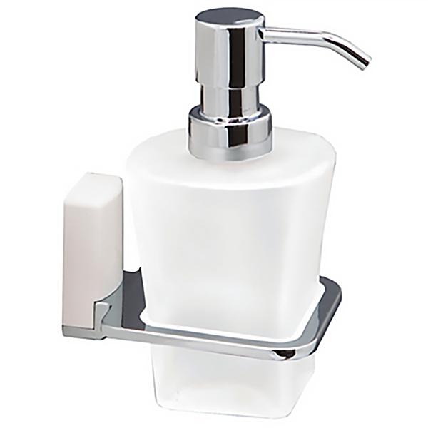Leine К-5099WHITE ХромАксессуары для ванной<br>Дозатор для жидкого мыла Wasser Kraft Leine К-5099WHITE с настенным креплением.<br>Универсальный и лаконичный дизайн изделия впишется в любой интерьер ванной комнаты.<br>Носик дозатора не подвержен коррозии, а дозирующий клапан выдерживает 50 000 нажатий. Это значит, что семья из четырех человек сможет пользоваться им в течение 5 лет. <br>Имеет плавный ход, а за одно нажатие отменяет 0,7-1 мл моющего средства.<br>Дозатор изготовлен из матового стекла. Материал держателя - металл с хромоникелевым покрытием, пластик.<br>Цвет: хром, белый.<br>