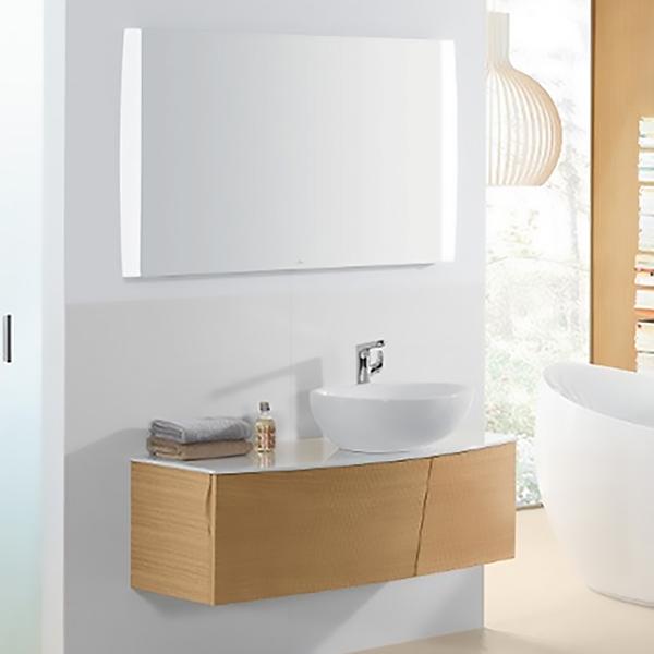 Aveo New Generation 102 Чистый дубМебель для ванной<br>Комплект мебели для ванной комнаты Villeroy&amp;Boch; Aveo New Generation A845 A845GFGG+413260R2+A39810GF.<br>Готовое решение для просторной ванной комнаты.<br>В комплекте поставки: тумба, раковина, зеркало, набор крепежей.<br>Тумба под раковину A845GFGG:<br>Габариты: 102x40x51 см.<br>Монтаж: подвесная.<br>Изготовлена из МДФ. Облицовка фанерой с фактурной поверхностью.<br>Столешница покрыта белым лаком.<br>С двумя выдвижными ящиками с разделительным стеклом и двумя пластиковыми контейнерами для хранения аксессуаров.<br>Мягкое и плавное закрытие ящиков с функцией Soft Closing.<br>Два переставляемых стекла толщиной 8 мм для внутреннего зонирования.<br>Две розетки из пластика с серебристым покрытием.<br>Стальной держатель для фена цвета хром.<br>Раковина-чаша 413260R2:<br>Материал: фарфор.<br>Размер: 44x59.5x18 см. Глубина: 13,5 см.<br>Монтаж: на столешницу.<br>Антигрязевое покрытие CeramicPlus.<br>Зеркало A39810GF:<br>Размер: 113,5x75x65 см.<br>Светодиодная подсветка по бокам.<br>Сенсорный переключатель.<br>Трехступенчатая регулировка яркости, возможность менять цвет освещения (холодный/теплый).<br>Энергоэффективность класса А-А++.<br>