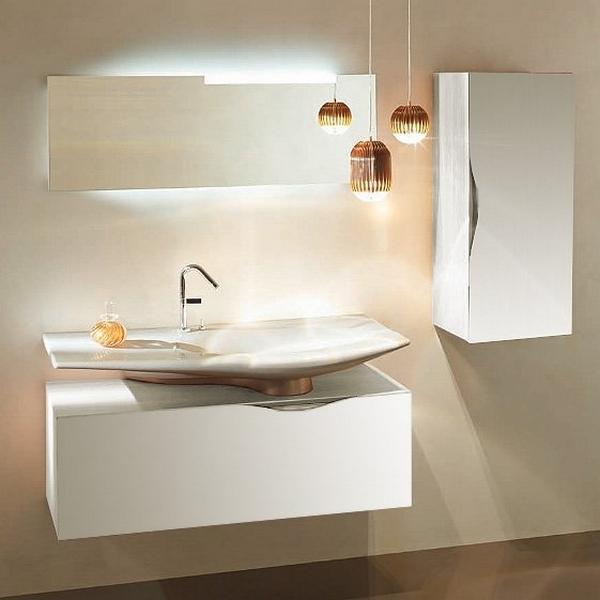 Stillness 120 подвесная Белый блестящий лакМебель для ванной<br>Подвесная тумба под раковину Jacob Delafon Stillness 120 EB2000-G1C.<br><br><br>Тумба премиальной коллекции Stillness выполнена во французском стиле с прямыми линиями и изящным изгибом на фасадной части корпуса. Она сочетает в себе лаконичный дизайн и продуманную функциональность. Мебель этой серии отлично впишется в интерьер ванной комнаты в современном стиле.<br><br><br><br>Габариты изделия: 120,5x40x45 см.<br>1 выдвижной ящик с механизмами плавного закрытия.<br>1 внутренний ящик для хранения аксессуаров.<br>Встроенная ручка.<br>Материал корпуса: влагостойкая ЛДСП.<br>Материал фасада: влагостойкая лакированная МДФ.<br>Установка раковины осуществляется по центру.<br>Монтаж настенный.<br><br><br>Объем поставки: тумба под умывальник, полупьедестал (отделка «шампань»), крепления.<br>