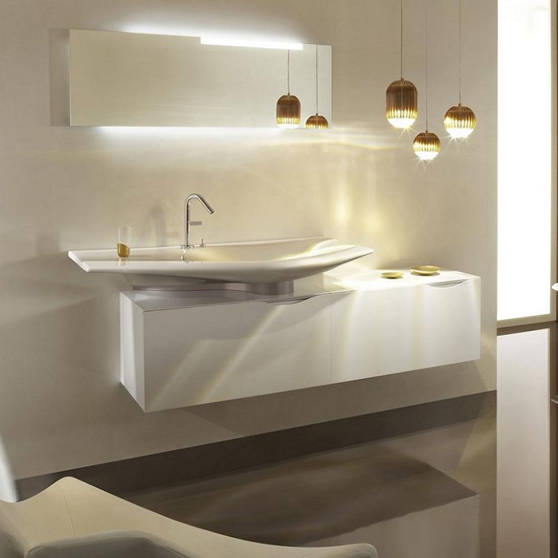 Stillness 80 подвесная Белый блестящий лакМебель для ванной<br>Подвесная тумба под раковину Jacob Delafon Stillness 80 EB2002-G1C.<br><br><br>Тумба премиальной коллекции Stillness выполнена во французском стиле с прямыми линиями и изящным изгибом на фасадной части корпуса. Она сочетает в себе лаконичный дизайн и продуманную функциональность. Мебель этой серии отлично впишется в интерьер ванной комнаты в современном стиле.<br><br><br><br>Габариты изделия: 80,5x40x45 см.<br>1 выдвижной ящик с механизмами плавного закрытия.<br>1 внутренний ящик для хранения аксессуаров.<br>Встроенная ручка.<br>Материал корпуса: влагостойкая ЛДСП.<br>Материал фасада: влагостойкая МДФ.<br>Установка раковины осуществляется в центре столешницы.<br>Монтаж настенный.<br><br><br>Объем поставки: тумба под умывальник, полупьедестал (отделка «шампань»), крепления.<br>