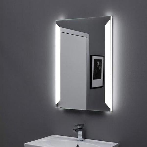 Сорренто 60 с подсветкой с инфракрасным управлениемМебель для ванной<br>Зеркало Aquanet Сорренто 60х85 00196648 с Led-подсветкой и инфракрасным датчиком.<br>Покрытие зеркала Акванет Sorrento - зеркальная амальгама высокого качества. Два участка трапециевидной формы с двух боковых сторон зеркала покрытия не имеют. Свет проходит изнутри через боковые стороны зеркала и участки, не имеющие амальгамового покрытия, благодаря чему подсветка образует оригинальную светящуюся рамку вокруг зеркала.<br>Выключатель инфракрасный - чтобы включить светильник, нужно поднести к нему руку.<br>Объем поставки:<br>Зеркало<br>Инфракрасный выключатель<br><br>