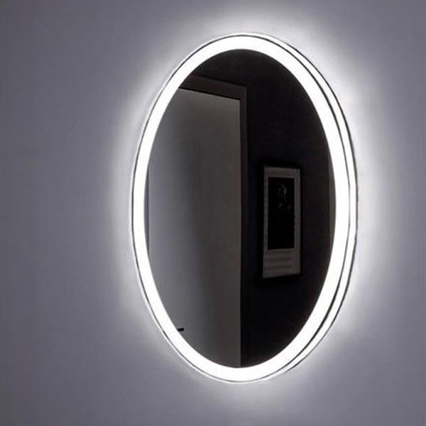 Комо 60 с подсветкой с инфракрасным управлениемМебель для ванной<br>Зеркало Aquanet Комо 60х85 00196667 с Led-подсветкой и инфракрасным датчиком.<br>Зеркало Акванет Komo имеет универсальную установку, его можно разместить как вертикально, так и горизонтально. Овальная форма подчеркивается светящейся рамкой. Стильное и современное зеркало подойдет для любой ванной комнаты.<br>Материал изделия обладает рядом существенных достоинств и преимуществ: экологически чистый продукт без содержания меди и свинца, непревзойденная устойчивость к коррозии и старению (срок службы зеркала в 3 раза дольше, чем для обычных зеркал), повышенная устойчивость к грубым чистящим средствам (в 7 раз устойчивее обычного зеркала).<br>Встроенные светильники безопасны и обладают низким энергопотреблением (светодиоды запитаны напряжением 12В), помимо этого защищены зеркальным полотном и имеют чувствительный инфракрасный датчик. Чтобы включить светильник, нужно поднести к нему руку.<br>Свет неяркий, приглушенный, с голубоватым оттенком.<br>Объем поставки:<br>Зеркало<br>Инфракрасный выключатель<br>