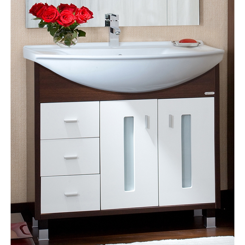 Бали 85 Венге/Белый глянецМебель для ванной<br>Тумба под раковину Бриклаер Бали 85.<br>Функциональная модель тумбы с изящным и современным дизайном.<br>Материал корпуса: ЛДСП, материал фасада: МДФ. Многослойное покрытие краской, лаком и грунтовкой обеспечивает износостойкость и устойчивость к бытовым повреждениям. Тумба рассчитана на использование в помещениях с повышенной влажностью.<br>Две распашные дверцы с механизмом доводчика. Декорированы вставками из матового стекла.<br>Три вместительных выдвижных ящика.<br>Цвет: венге/белый глянец.<br>Монтаж: на ножках.<br>В комплекте поставки: тумба под раковину.<br>