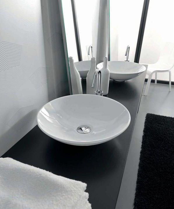 Polis БелаяРаковины<br>Hidra Ceramica Lavabi da appoggio Polis. Накладная керамическая раковина, устанавливается на столешницу или мебель, цвет: белый. Сифон, слив и декоративная пластина на донный клапан приобретаются отдельно.<br>