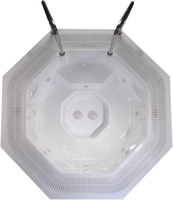 Jawa Spa Версия для домаБассейны<br>Victory Spa Jawa Spa бассейн. Версия для дома включает в себя: электронная система контроля; гидромассаж: 2 двигателя по 0,75 кВт; регулятор потока воздуха для гидромассажной системы; аэромассаж: 2 компрессора по 0,70 кВт; пульсирующий аэромассаж; изменение интенсивности аэромассажа; подводная подсветка, LED лампа (2шт); фильтрационная система: двигатель с пре-фильтром, 0,74кВт, песочный фильтр с 6-тью позиционным переключателем F625; переливной желоб с решёткой; переливной бак (1150л); система подогрева воды - электрический нагреватель воды 9кВт, теплообменник опция 43кВт (37.500Kcal) или 79кВт (68.000Kcal); установка температуры воды; установка времени гидромассажа; автоматическое поддерживание уровня воды; ручная дозировка химических реагентов; программирование еженедельной фильтрации (5 программ); установка отдельных программ фильтрации индивидуально на каждый день недели; кожух для бассейна предотвращает остывание воды в бассейне; поручни из нержавеющей стали; все приборы располагаются на стандартном поддоне 100х150см; потребление электроэнергии: 12,45 кВт - с проточным нагревателем воды, 3,45 кВт – с теплообменником. Дополнительно можно приобрести ультрафиолетовую лампу, кожух, хромотерапию.<br>