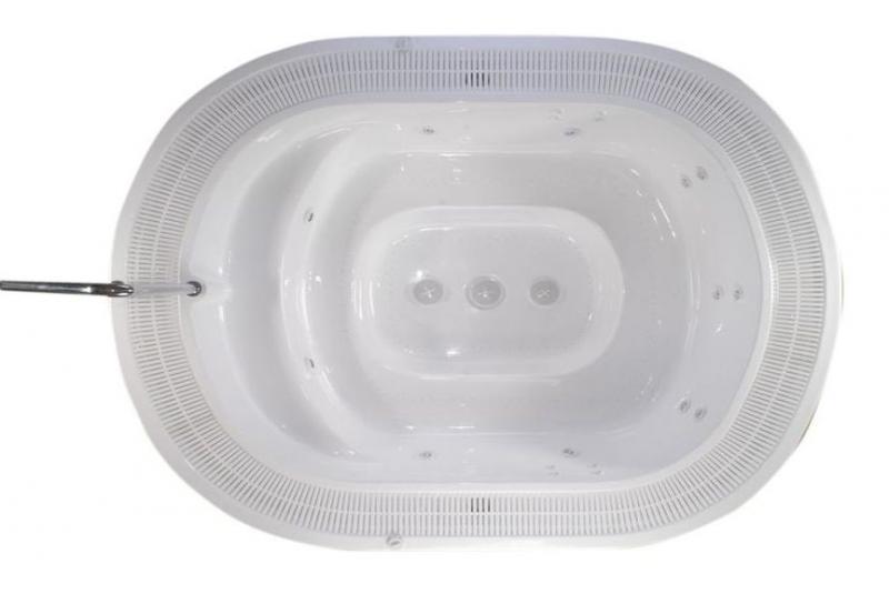 Mandura Spa Версия для домаБассейны<br>Victory Spa Mandura Spa бассейн. Версия для дома включает в себя: электронная система контроля; гидромассаж: 2 двигателя по 0,75 кВт; регулятор потока воздуха для гидромассажной системы; аэромассаж: 2 компрессора по 0,70 кВт; пульсирующий аэромассаж; изменение интенсивности аэромассажа; подводная подсветка, LED лампа (2шт); фильтрационная система: двигатель с пре-фильтром, 0,74кВт, песочный фильтр с 6-тью позиционным переключателем F710; переливной желоб с решёткой; переливной бак (1150л); система подогрева воды - электрический нагреватель воды 9кВт, теплообменник опция 43кВт (37.500Kcal) или 79кВт (68.000Kcal); установка температуры воды; установка времени гидромассажа; автоматическое поддерживание уровня воды; ручная дозировка химических реагентов; программирование еженедельной фильтрации (5 программ); установка отдельных программ фильтрации индивидуально на каждый день недели; кожух для бассейна предотвращает остывание воды в бассейне; поручни из нержавеющей стали; все приборы располагаются на стандартном поддоне 100х150см; потребление электроэнергии: 12,45 кВт - с проточным нагревателем воды, 3,45 кВт – с теплообменником. Дополнительно можно приобрести ультрафиолетовую лампу, кожух, хромотерапию.<br>