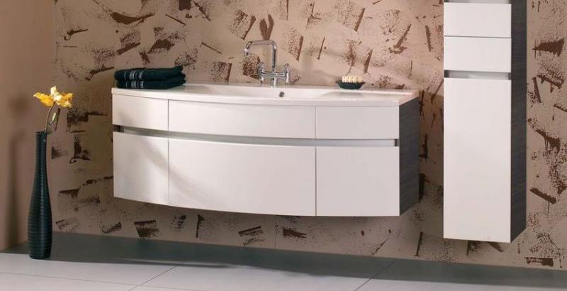 Oasis F 140.13 подвесная Белая матовая/Белая матоваяМебель для ванной<br>Gorenje Oasis F 140.13 тумба под раковину. Стоимость указана за тумбу без раковины. Тумба подвесная с пятью выдвижными ящиками и фальшь панелью, цвет корпуса и фасада белый матовый. Раковина, зеркало и дополнительные шкафы приобретаются отдельно.<br>