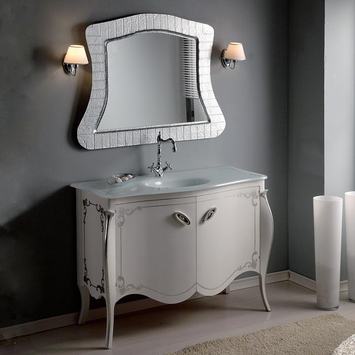 Barocco decoro 904 на ножках Bianco anticatoМебель для ванной<br>TW Barocco 904 тумба под раковину-столешницу. Стоимость указана непосредственно на тумбу. Тумба с двумя дверцами, цвет: Bianco anticato, декор Foglia argento, ручки состаренное серебро. Раковина-столешница, зеркало и светильники приобретаются отдельно.<br>