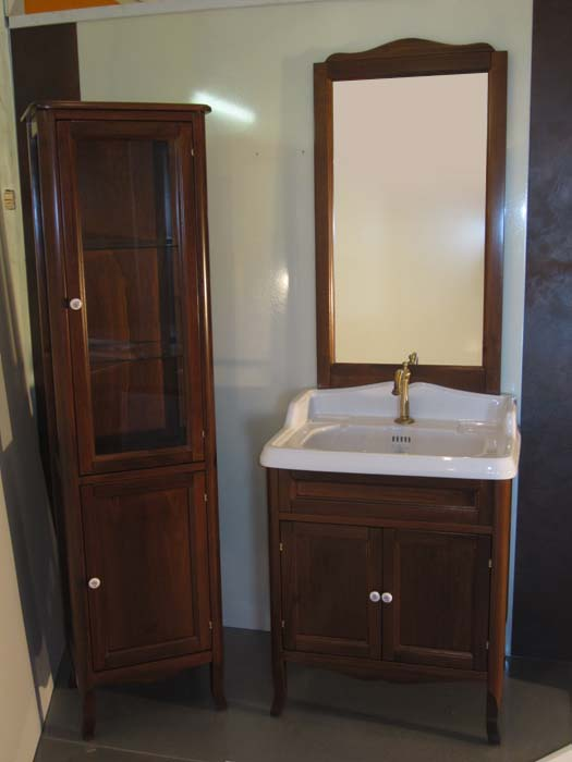 Veronica 71 на ножках NoceМебель для ванной<br>TW Veronica 71 тумба под раковину. Стоимость указана за напольную тумбу без раковины, цвет: noce (темный орех), ручки керамика, две распашные дверцы, фасад/фронтон прямой. Раковина, шкаф-колонна и зеркало приобретаются отдельно.<br>