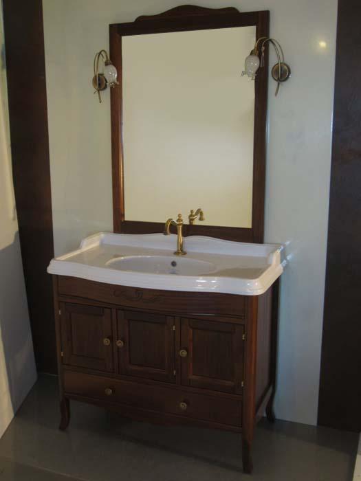 Veronica 105 D NoceМебель для ванной<br>TW Veronica 105/D тумба под раковину. Стоимость указана за напольную тумбу без раковины, цвет: noce (темный орех), ручки юронза. Тумба с тремя распашными дверцами и нижним ящиком, фасад/фронтон прямой. Раковина, шкаф-колонна и зеркало приобретаются отдельно.<br>