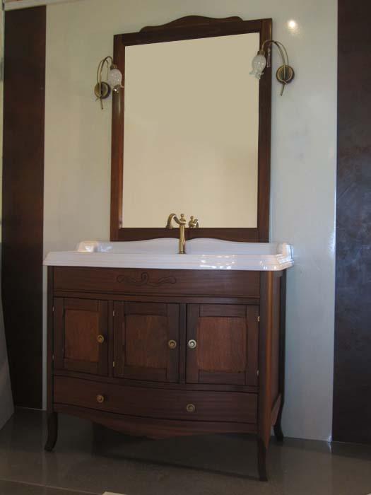Veronica 105 C на ножках Bianco puroМебель для ванной<br>TW Veronica 105/C тумба под раковину. Стоимость указана за напольную тумбу без раковины, цвет: bianco puro (белый матовый), ручки керамика. Тумба с тремя распашными дверцами и нижним ящиком, фасад/фронтон закругленный. Раковина, шкаф-колонна и зеркало приобретаются отдельно.<br>