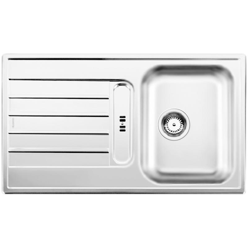 Livit 45S Полированная стальКухонные мойки<br>Оборачиваемая кухонная мойка Blanco Livit 45S 514788 из нержавеющей стали, с вместительной чашей и удобным крылом с рельефным рисунком, с площадкой под смеситель и с интегрированным сливом.<br>Конструкция:<br><br>Универсальная ориентация: крыло слева или справа.<br>Материал: высококачественная нержавеющая сталь.<br>Поверхность: полировка.<br>Устойчивость к коррозии, высоким температурам и кислотам.<br>Стойкость образованию пятен и выцветанию.<br>Легкость в очистке, безопасность и гигиеничность.<br>Монтаж: встраиваемый сверху или снизу в один уровень со столешницей.<br>Совет по ширине тумбы под мойку: 45 см.<br>Рекомендации по монтажу: учитывать ширину пристенного канта.<br><br>В комплекте поставки:<br><br>чаша мойки;<br>интегрированный перелив;<br>отводная арматура с корзинчатым вентилем 3 1/2.<br><br>