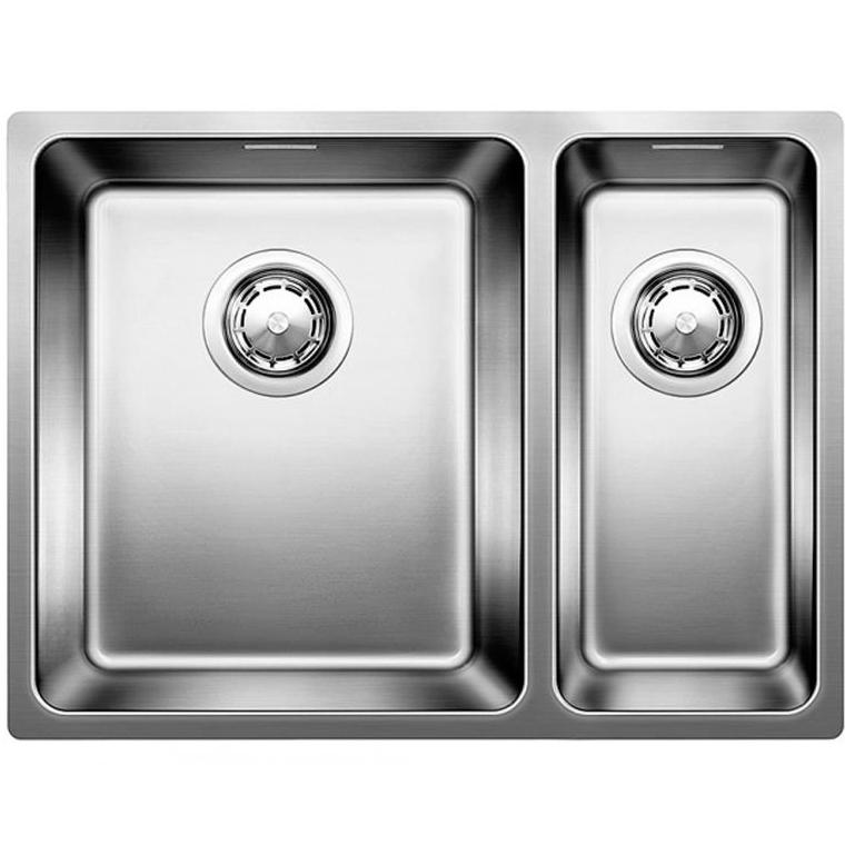 Andano 340/180-IF чаша слева Полированная стальКухонные мойки<br>Мойка для кухни Blanco Andano 340/180-IF 522975. Цвет: Полированная сталь.<br>Современная вместительная кухонная мойка коллекции Andano с двумя чашами изготавливается с плоским кантом, который обеспечивает легкий уход. Она превосходно сочетается с любым интерьером кухни.<br>Мойка выполнена из высококачественной нержавеющей стали, что позволяет ей противостоять образованию коррозии, высоким температурам и кислотам, стойкая к образованию пятен и выцветанию. Зеркальная полированная поверхность выглядит эстетично и притягивает взгляд своим блеском.<br>Функциональная отводная арматура InFino с корзинчатым вентилем диаметром 3,5 дюйма для каждой чаши.<br>Высококачественный гигиеничный перелив C-overflow в каждой чаше.<br>Монтаж: врезной (сверху) или в один уровень со столешницей.<br>Для установки в шкаф шириной от 60 см.<br>Размер основной чаши (ШхГ): 34 х 19 см.<br>Размер дополнительной чаши (ШхГ): 18 х 13 см.<br>Основная чаша - слева, дополнительная - справа.<br>Размер монтажного отверстия (ШxД): 37 x 43 см.<br>В комплекте поставки: мойка, отводная арматура, корзинчатый вентиль, набор крепежа.<br>