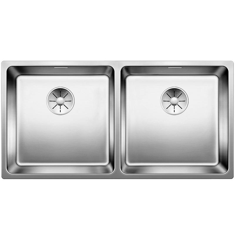 Andano 400/400-IF Полированная стальКухонные мойки<br>Мойка для кухни Blanco Andano 400/400-IF 522985. Цвет: Полированная сталь.<br>Современная кухонная мойка коллекции Andano с двумя основными чашами изготавливается с плоским кантом, который обеспечивает легкий уход. Вместительные чаши облегчают процесс мытья посуды. Она превосходно сочетается с любым интерьером кухни.<br>Мойка выполнена из высококачественной нержавеющей стали, что позволяет ей противостоять образованию коррозии, высоким температурам и кислотам, стойкая к образованию пятен и выцветанию. Зеркальная полированная поверхность выглядит эстетично и притягивает взгляд своим блеском.<br>Функциональная отводная арматура InFino с корзинчатым вентилем диаметром 3,5 дюйма для каждой чаши.<br>Высококачественный гигиеничный перелив C-overflow в каждой чаше.<br>Монтаж: врезной (сверху) или в один уровень со столешницей.<br>Для установки в шкаф шириной от 90 см.<br>Размер каждой чаши (ШхГ): 40 х 19 см.<br>Размер монтажного отверстия (ШxД): 85,5 x 43 см.<br>В комплекте поставки: мойка, отводная арматура, корзинчатый вентиль, набор крепежа.<br>
