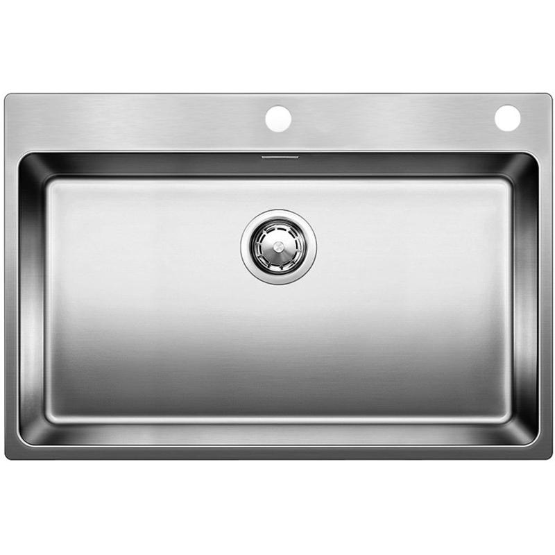 Andano 700-IF/A Полированная стальКухонные мойки<br>Мойка для кухни Blanco Andano 700-IF/A 522995. Цвет: Полированная сталь.<br>Современная кухонная мойка коллекции Andano с площадкой для смесителя изготавливается с плоским кантом, который обеспечивает легкий уход. Вместительная чаша облегчает процесс мытья посуды. Она превосходно сочетается с любым интерьером кухни.<br>Мойка выполнена из высококачественной нержавеющей стали 18/10, что позволяет ей противостоять образованию коррозии, высоким температурам и кислотам, стойкая к образованию пятен и выцветанию. Зеркальная полированная поверхность выглядит эстетично и притягивает взгляд своим блеском.<br>Функциональная отводная арматура InFino с клапаном-автомат диаметром 3,5 дюйма.<br>Высококачественный гигиеничный перелив C-overflow.<br>Монтаж: врезной (сверху) или в один уровень со столешницей.<br>Для установки в шкаф шириной от 80 см.<br>Размер чаши (ШхГ): 70 х 19 см.<br>Размер монтажного отверстия (ШxД): 73 x 49 см.<br>Одно отверстие под смеситель и одно для клапана.<br>В комплекте поставки: мойка, отводная арматура, клапан-автомат, набор крепежа.<br>
