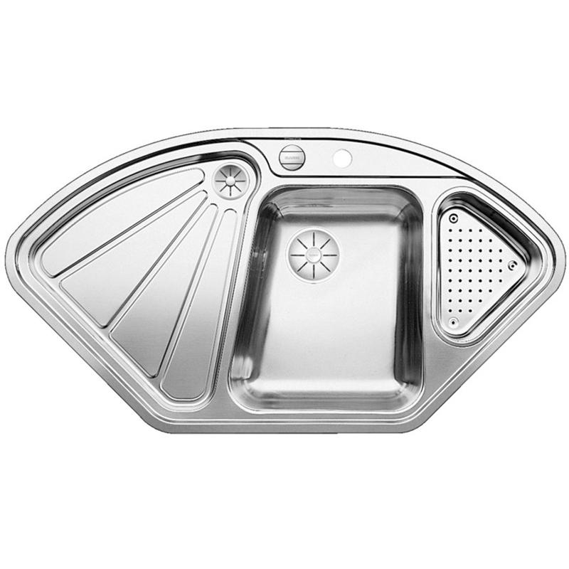 Delta-IF Полированная стальКухонные мойки<br>Угловая мойка для кухни Blanco Delta-IF 523667. Цвет: Полированная сталь.<br>Современная кухонная мойка коллекции Delta с удобной трапециевидной чашей справа и расширением спереди позволит оптимизировать использование рабочей зоны благодаря плоскому канту, который обеспечивает легкий уход. Чаша изготавливается с большой диагональю, что позволяет упростить процесс мытья крупногабаритной посуды. Идеально сочетается в любом интерьере кухни.<br>Мойка выполнена из высококачественной нержавеющей стали 18/10, что позволяет ей противостоять образованию коррозии, высоким температурам и кислотам, стойкая к образованию пятен и выцветанию. Зеркальная полированная поверхность выглядит эстетично и притягивает взгляд своим блеском.<br>Функциональная отводная арматура InFino с клапаном-автомат диаметром 3,5 дюйма для основной чаши.<br>Высококачественный перфорированный коландер из нержавеющей стали и корзинчатый вентиль диаметром 3,5 дюйма для дополнительной чаши.<br>Монтаж: врезной (сверху) или в один уровень со столешницей.<br>Для установки в шкаф шириной от 70 см.<br>Размер основной чаши (ШхГ): 37 х 17,5 см.<br>Размер дополнительной чаши (ШхГ): 20,3 х 12 см.<br>Основная чаша справа, дополнительная - слева, крыло - слева<br>Размер монтажного отверстия (ШxД): 103,9 x 55,7 см.<br>Одно отверстие под смеситель и одно - для клапана.<br>В комплекте поставки: мойка, отводная арматура, клапан-автомат, коландер, корзинчатый вентиль.<br>