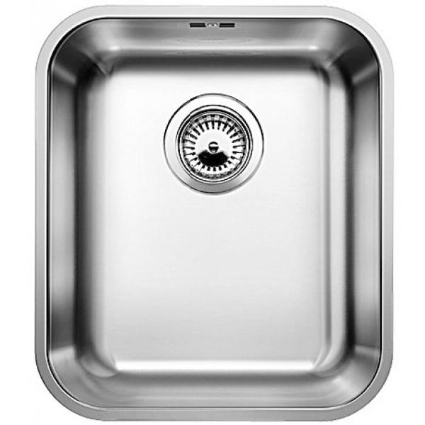 Supra 340-U с клапаном-автоматКухонные мойки<br>Мойка для кухни Blanco Supra 340-U 518200 с клапаном-автомат. Цвет: Полированная сталь.<br>Современная кухонная мойка коллекции Supra с глубокой и вместительной чашей позволит оптимизировать использование рабочей зоны благодаря плоскому канту, который обеспечивает легкий уход и простую установку под столешницу. Она превосходно сочетается с любым интерьером кухни.<br>Мойка выполнена из высококачественной нержавеющей стали, что позволяет ей противостоять образованию коррозии, высоким температурам и кислотам, стойкая к образованию пятен и выцветанию. Зеркальная полированная поверхность выглядит эстетично и притягивает взгляд своим блеском.<br>Функциональная отводная арматура InFino с клапаном-автомат диаметром 3,5 дюйма.<br>Переливное отверстие.<br>Монтаж: встраивается под столешницу.<br>Для установки в шкаф шириной от 40 см.<br>Размер чаши (ШхГ): 34 х 17,5 см.<br>Размер монтажного отверстия (ШxД): 34 x 40 см.<br>В комплекте поставки: мойка, отводная арматура, клапан-автомат, набор крепежа.<br>