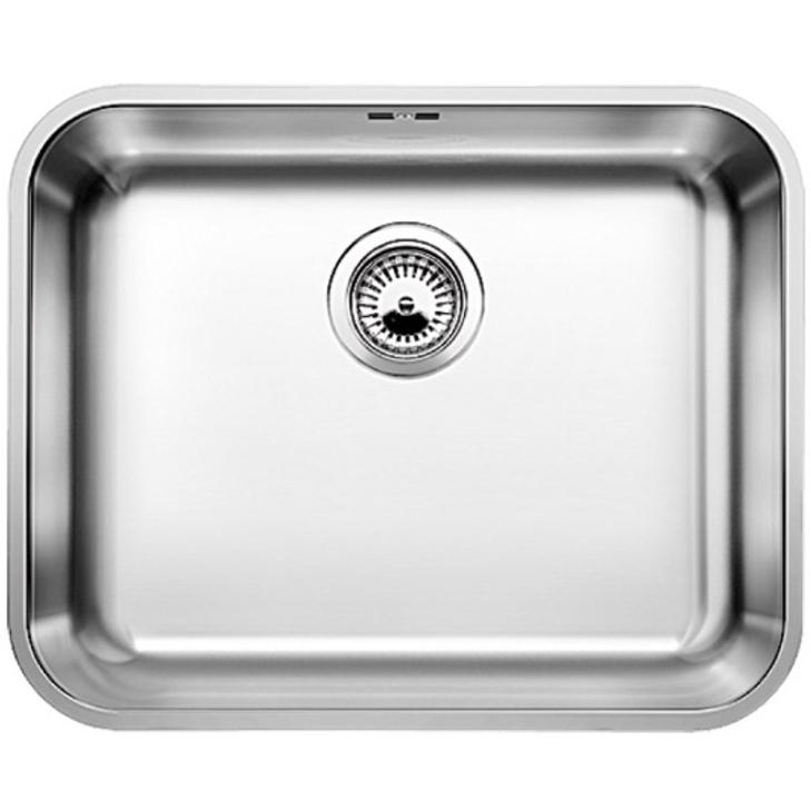 Supra 500-U с клапаном-автоматКухонные мойки<br>Мойка для кухни Blanco Supra 500-U 518206 с клапаном-автомат. Цвет: Полированная сталь.<br>Современная кухонная мойка коллекции Supra с глубокой и вместительной чашей позволит оптимизировать использование рабочей зоны благодаря плоскому канту, который обеспечивает легкий уход и простую установку под столешницу. Она превосходно сочетается с любым интерьером кухни.<br>Мойка выполнена из высококачественной нержавеющей стали, что позволяет ей противостоять образованию коррозии, высоким температурам и кислотам, стойкая к образованию пятен и выцветанию. Зеркальная полированная поверхность выглядит эстетично и притягивает взгляд своим блеском.<br>Функциональная отводная арматура InFino с клапаном-автомат диаметром 3,5 дюйма.<br>Переливное отверстие.<br>Монтаж: встраивается под столешницу.<br>Для установки в шкаф шириной от 60 см.<br>Размер чаши (ШхГ): 50 х 17,5 см.<br>Размер монтажного отверстия (ШxД): 50 x 40 см.<br>В комплекте поставки: мойка, отводная арматура, клапан-автомат, набор крепежа.<br>