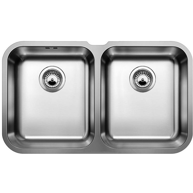 Supra 340/340-U Полированная стальКухонные мойки<br>Мойка для кухни Blanco Supra 340/340-U 519716. Цвет: Полированная сталь.<br>Современная кухонная мойка коллекции Supra с двумя основными глубокими и вместительными чашами позволит оптимизировать использование рабочей зоны благодаря плоскому канту, который обеспечивает легкий уход и простую установку под столешницу. Она превосходно сочетается с любым интерьером кухни.<br>Мойка выполнена из высококачественной нержавеющей стали, что позволяет ей противостоять образованию коррозии, высоким температурам и кислотам, стойкая к образованию пятен и выцветанию. Зеркальная полированная поверхность выглядит эстетично и притягивает взгляд своим блеском.<br>Функциональная отводная арматура InFino с двумя корзинчатыми вентилями диаметром 3,5 дюйма.<br>Переливное отверстие.<br>Монтаж: встраивается под столешницу.<br>Для установки в шкаф шириной от 80 см.<br>Размер чаш (ШхГ): 34 х 17,5 см.<br>Размер монтажного отверстия (ШxД): 50 x 40 см.<br>В комплекте поставки: мойка, отводная арматура, 2 корзинчатых вентиля, набор крепежа.<br>